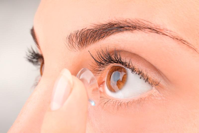 Как правильно установить контактные линзы